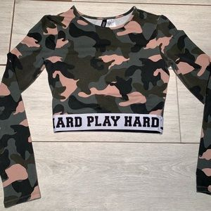Cropped Long sleeve camouflaged shirt